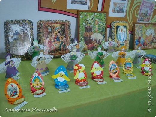 Традиционный пасхальный концерт сопровождается выставкой детских работ.  фото 1