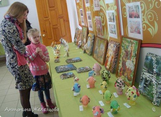 Традиционный пасхальный концерт сопровождается выставкой детских работ.  фото 33