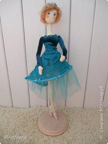 Балерина ростом 40см. Стоит на подставке.Тело из американского хлопка. фото 1