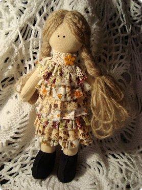 Добрый вечер!!! Раешила я вам показать немного своих новых работ... а именно кукол и игрушки... Такую куклу-снежку шила первый раз... Первая моя куколка с шариком в голове... http://stranamasterov.ru/node/1085481?t=1022 ... здесь голова набивается без шарика.... скажу трудновато мне было сделать плотную и круглую голову...  фото 3