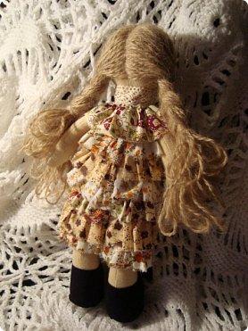 Добрый вечер!!! Раешила я вам показать немного своих новых работ... а именно кукол и игрушки... Такую куклу-снежку шила первый раз... Первая моя куколка с шариком в голове... http://stranamasterov.ru/node/1085481?t=1022 ... здесь голова набивается без шарика.... скажу трудновато мне было сделать плотную и круглую голову...  фото 4