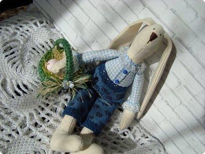 Добрый вечер!!! Раешила я вам показать немного своих новых работ... а именно кукол и игрушки... Такую куклу-снежку шила первый раз... Первая моя куколка с шариком в голове... http://stranamasterov.ru/node/1085481?t=1022 ... здесь голова набивается без шарика.... скажу трудновато мне было сделать плотную и круглую голову...  фото 14