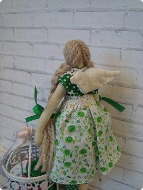Добрый вечер!!! Раешила я вам показать немного своих новых работ... а именно кукол и игрушки... Такую куклу-снежку шила первый раз... Первая моя куколка с шариком в голове... http://stranamasterov.ru/node/1085481?t=1022 ... здесь голова набивается без шарика.... скажу трудновато мне было сделать плотную и круглую голову...  фото 9