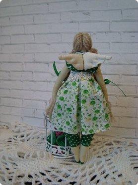 Добрый вечер!!! Раешила я вам показать немного своих новых работ... а именно кукол и игрушки... Такую куклу-снежку шила первый раз... Первая моя куколка с шариком в голове... http://stranamasterov.ru/node/1085481?t=1022 ... здесь голова набивается без шарика.... скажу трудновато мне было сделать плотную и круглую голову...  фото 10