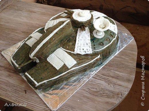 Такой вот торт сделала свекру на день рождения. Основа бисквит, оформление мастикой из зефира.  фото 2