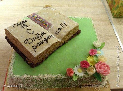 Такой вот торт сделала свекру на день рождения. Основа бисквит, оформление мастикой из зефира.  фото 3