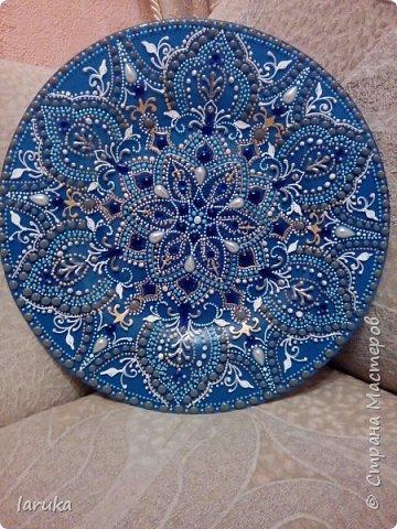 Мои новые работы. Первая работа - тарелочка, расписана акриловыми контурами, использовано несколько бусин. фото 3