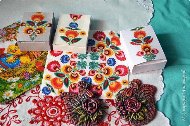 Здравствуйте, мои дорогие! С праздником вас Светлой Пасхи! Сегодня я покажу, как можно превратить баночки от детского питания в расписную тару для конфет, а так же мелких подарочков. фото 32