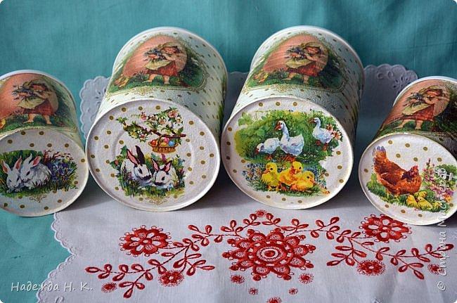 Здравствуйте, мои дорогие! С праздником вас Светлой Пасхи! Сегодня я покажу, как можно превратить баночки от детского питания в расписную тару для конфет, а так же мелких подарочков. фото 36