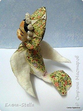 Всем Привет, добра и мира! Сегодня у меня для вас пташка по имени Фрида. Очень мне понравился ее неординарный образ. Малышка 10 см, фольга, вата и крахмал. Декор итальянская рисовая бумага. Вот такая сплюшечка получилась, легкая и с характером! фото 4