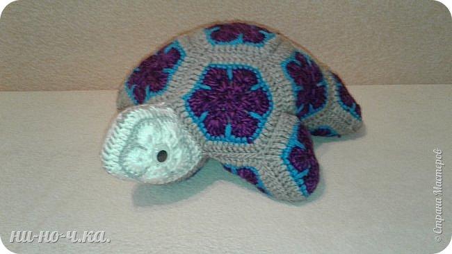 """Здравствуйте Мастерицы. Сегодня я решила с вами поделиться своим опытом вязания подушки, или игрушки черепашки. Черепашка связана из мотивов """"африканского цветка"""" . Так уж он мне понравился!!! фото 1"""