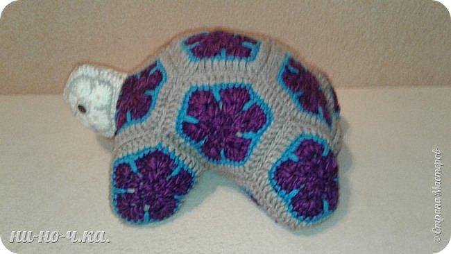 """Здравствуйте Мастерицы. Сегодня я решила с вами поделиться своим опытом вязания подушки, или игрушки черепашки. Черепашка связана из мотивов """"африканского цветка"""" . Так уж он мне понравился!!! фото 2"""