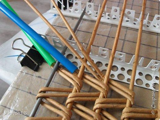 Итак, обещанный мною МК по плетению поддонов для выпечки. Или экранов….Или ажурных панелей… Или просто плоских полотен. История их создания здесь – http://stranamasterov.ru/node/1093528 Ну а для тех, кому некогда заглядывать в предыдущий пост – мне поступил заказ на плетение 6 поддонов (лотков) под выпечку, с одного края должен быть небольшой бортик- 2-2,5 см, поскольку поддоны предполагалось располагать под наклоном, бортик нужен, чтобы выпечка не съезжала с поддонов. Размеры лотков – 72 на 35 см. Цвет выбирал клиент, пожелания было одно – они не должны смотреться грубо и тяжеловесно, по возможности надо было сделать  их «воздушными» фото 11