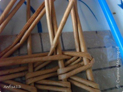 Итак, обещанный мною МК по плетению поддонов для выпечки. Или экранов….Или ажурных панелей… Или просто плоских полотен. История их создания здесь – http://stranamasterov.ru/node/1093528 Ну а для тех, кому некогда заглядывать в предыдущий пост – мне поступил заказ на плетение 6 поддонов (лотков) под выпечку, с одного края должен быть небольшой бортик- 2-2,5 см, поскольку поддоны предполагалось располагать под наклоном, бортик нужен, чтобы выпечка не съезжала с поддонов. Размеры лотков – 72 на 35 см. Цвет выбирал клиент, пожелания было одно – они не должны смотреться грубо и тяжеловесно, по возможности надо было сделать  их «воздушными» фото 15
