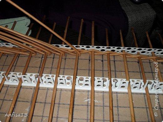 Итак, обещанный мною МК по плетению поддонов для выпечки. Или экранов….Или ажурных панелей… Или просто плоских полотен. История их создания здесь – http://stranamasterov.ru/node/1093528 Ну а для тех, кому некогда заглядывать в предыдущий пост – мне поступил заказ на плетение 6 поддонов (лотков) под выпечку, с одного края должен быть небольшой бортик- 2-2,5 см, поскольку поддоны предполагалось располагать под наклоном, бортик нужен, чтобы выпечка не съезжала с поддонов. Размеры лотков – 72 на 35 см. Цвет выбирал клиент, пожелания было одно – они не должны смотреться грубо и тяжеловесно, по возможности надо было сделать  их «воздушными» фото 5