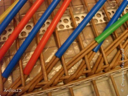 Итак, обещанный мною МК по плетению поддонов для выпечки. Или экранов….Или ажурных панелей… Или просто плоских полотен. История их создания здесь – http://stranamasterov.ru/node/1093528 Ну а для тех, кому некогда заглядывать в предыдущий пост – мне поступил заказ на плетение 6 поддонов (лотков) под выпечку, с одного края должен быть небольшой бортик- 2-2,5 см, поскольку поддоны предполагалось располагать под наклоном, бортик нужен, чтобы выпечка не съезжала с поддонов. Размеры лотков – 72 на 35 см. Цвет выбирал клиент, пожелания было одно – они не должны смотреться грубо и тяжеловесно, по возможности надо было сделать  их «воздушными» фото 8