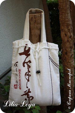Первая моя пляжная сумка из мешковины здесь   http://stranamasterov.ru/node/1046601 Эта менее удобная: маркая, к тому же её габариты не особо позволяют положить в неё что-то лишнее. Но всё равно выручает! ) фото 1
