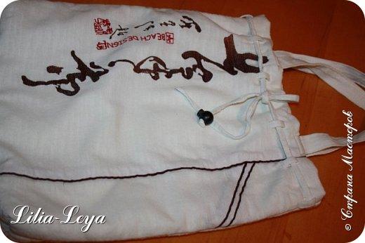 Первая моя пляжная сумка из мешковины здесь   http://stranamasterov.ru/node/1046601 Эта менее удобная: маркая, к тому же её габариты не особо позволяют положить в неё что-то лишнее. Но всё равно выручает! ) фото 13