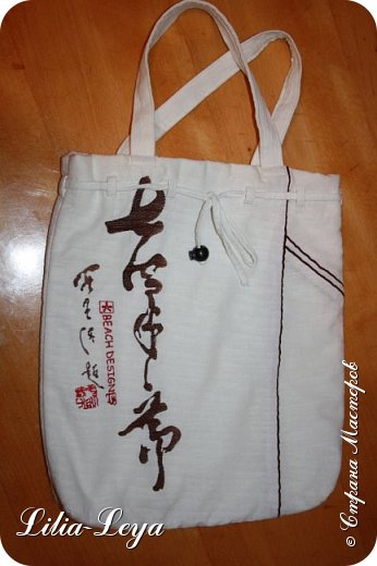 Первая моя пляжная сумка из мешковины здесь   http://stranamasterov.ru/node/1046601 Эта менее удобная: маркая, к тому же её габариты не особо позволяют положить в неё что-то лишнее. Но всё равно выручает! ) фото 2