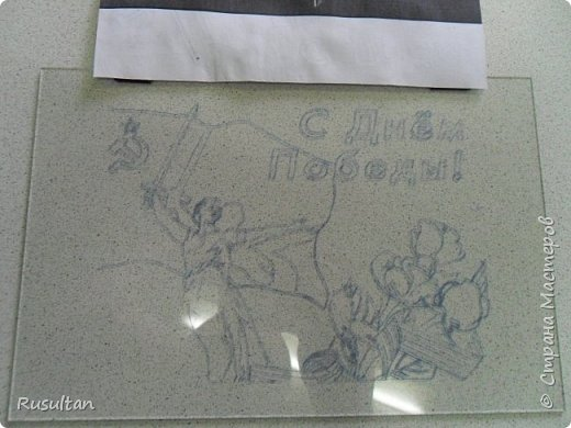 Здесь у меня стекло, распечатанный рисунок ч/б формате, обычная копирка, самодельная машинка, ручка и насадки. фото 4