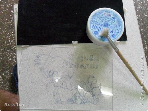 Здесь у меня стекло, распечатанный рисунок ч/б формате, обычная копирка, самодельная машинка, ручка и насадки. фото 5