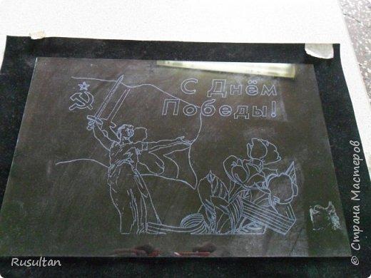 Здесь у меня стекло, распечатанный рисунок ч/б формате, обычная копирка, самодельная машинка, ручка и насадки. фото 7