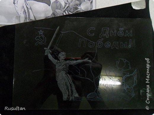 Здесь у меня стекло, распечатанный рисунок ч/б формате, обычная копирка, самодельная машинка, ручка и насадки. фото 8