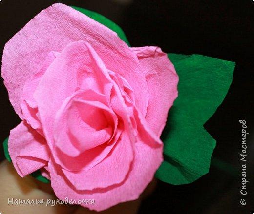 Добрый день, Страна мастеров! Дочка, ей 6 лет, сделала вот такую розочку из гофрированной бумаги.  фото 1