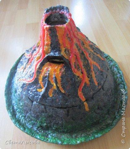 Здравствуйте, все, кто зашел в гости! Это модель вулкана, она же ночник, мини-лаборатория для опытов, копилка для монеток и хранилище для всяких очень нужных детских секретиков. Итак, поехали. фото 4