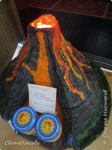 Здравствуйте, все, кто зашел в гости! Это модель вулкана, она же ночник, мини-лаборатория для опытов, копилка для монеток и хранилище для всяких очень нужных детских секретиков. Итак, поехали. фото 9