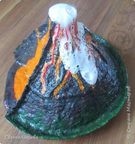 Здравствуйте, все, кто зашел в гости! Это модель вулкана, она же ночник, мини-лаборатория для опытов, копилка для монеток и хранилище для всяких очень нужных детских секретиков. Итак, поехали. фото 20