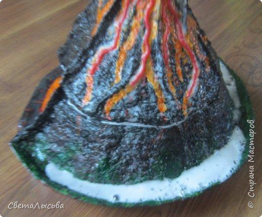 Здравствуйте, все, кто зашел в гости! Это модель вулкана, она же ночник, мини-лаборатория для опытов, копилка для монеток и хранилище для всяких очень нужных детских секретиков. Итак, поехали. фото 23