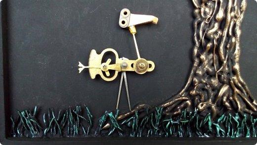 Из кучки накопившихся пуговиц выросло дерево, а птиц родился в процессе из деталей от старых советских будильников. Друзья, подскажите как украсить (раскрасить) рамку...мой эстетический вкус пока молчит. фото 5