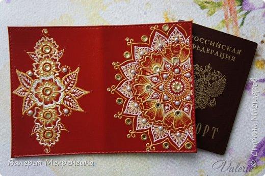 Обложка для паспорта акриловыми контурами фото 1