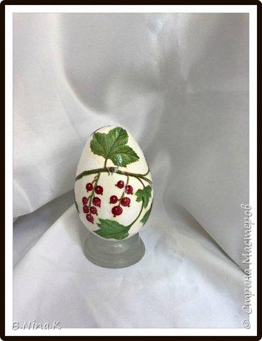 Приветствую всех жителей Страны Мастеров. Сегодня выкладываю последние фото пасхальных яиц.  Пластиковые яйца, акриловая краска, лак, кружево, цветочки. фото 3