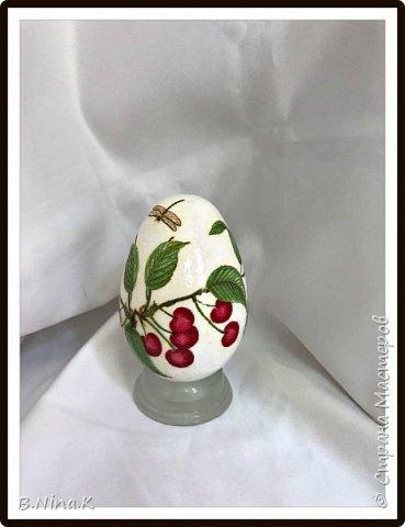 Приветствую всех жителей Страны Мастеров. Сегодня выкладываю последние фото пасхальных яиц.  Пластиковые яйца, акриловая краска, лак, кружево, цветочки. фото 5