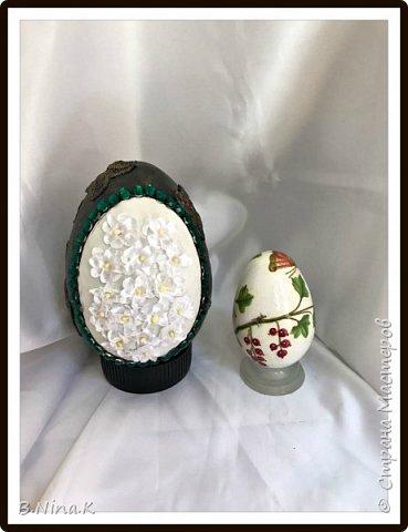 Приветствую всех жителей Страны Мастеров. Сегодня выкладываю последние фото пасхальных яиц.  Пластиковые яйца, акриловая краска, лак, кружево, цветочки. фото 7
