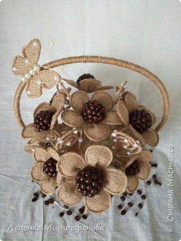 Корзина из кофе с цветами из мешковины)))) фото 2