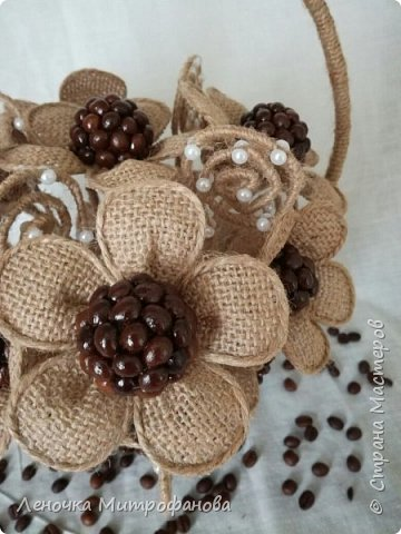 Корзина из кофе с цветами из мешковины)))) фото 4