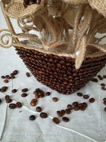 Корзина из кофе с цветами из мешковины)))) фото 3