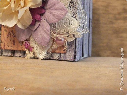 Добрый день жители СМ. Сегодня я опять с настольным органайзером для разных своих принадлежностей. Последний органайзер, который я показывала, с удовольствием был подарен родственнице и пришлось мне снова доставать свои запасы переплетного картона. Склеила, загрунтовала, покрасила, натерла свечкой, снова покрасила, зашкурила и оформила лицевую сторону. За основу взяла МК Елены Андрюшиной. Что получилось, посмотрите. фото 4