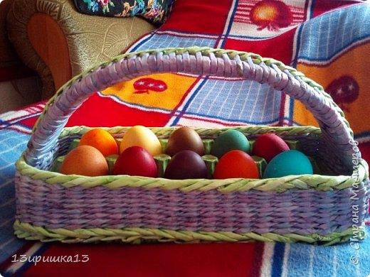 Сплела себе плетеную корзинку для яиц. Вставила в саму корзинку вставила крашеный лоток фото 1