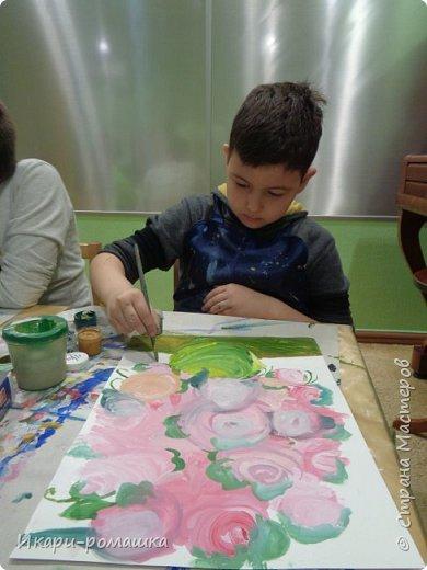 В подарок мамам рисовали весеннюю картину. Это моя работа. фото 9