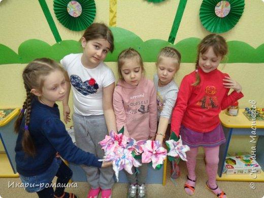 Валяем брошку-цветок в подарок маме! Очень весело!!! фото 3