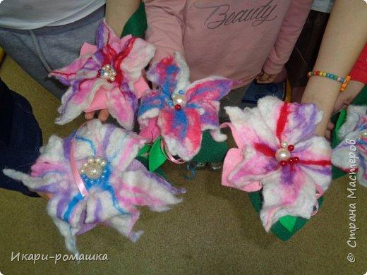 Валяем брошку-цветок в подарок маме! Очень весело!!! фото 4