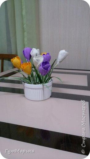 Крокусы из фоамирана прекрасная интерьерная композиция, которая порадует в праздник весны.