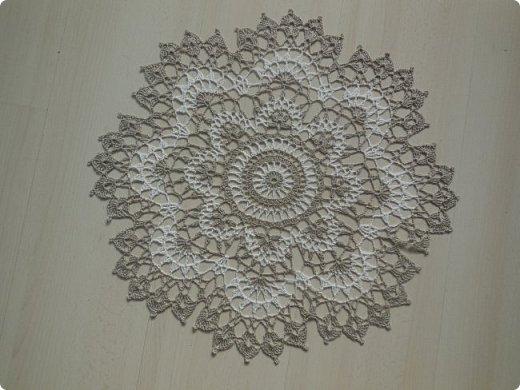 """Салфеточка """" Ретро"""" из литовского льна двух цветов. Получилась на редкость стильная вещь). Ажурная, невесомая, изящная. В то же время лен дает необходимую фактуру, ощущение плетения.  Диаметр 45 см.   фото 3"""