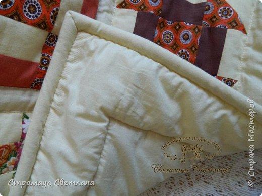 Доброго времени суток всем кто заглянул на мою страничку) Ура!!! Я  наконец то дошила моё первое большое лоскутное одеяло. Размер 210 х 150, синтепон  плотностью 200. В работе использовала только  отечественные ситцы. Одеяло состоит из двух видов блоков: звезда Огайо и мельница, в разных сочетаниях тканей эти блоки смотрятся совершенно по разному. фото 5