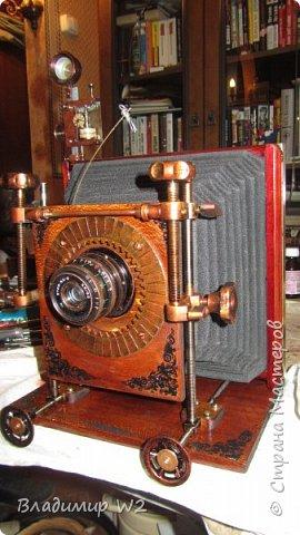 Как сделать гармошку для старинного фотоаппарата? Полез в интернет. Оказалось - гармошка (гармосень типа - баян) и мехи для фототехники скроены по разному т.е. две большие разницы. Более того, вопросов как сделать - масса, а подходящий вариант - 1 (один).  Мне не нужны рабочие мехи - мне нужна имитация максимально приближенная к оригиналу. Фотоаппарат-то у меня - не настоящий... Для работы понадобятся; оргалит, ткань, марля, тонкий пластик (можно обрезки), лак, клей ПВА.    фото 1