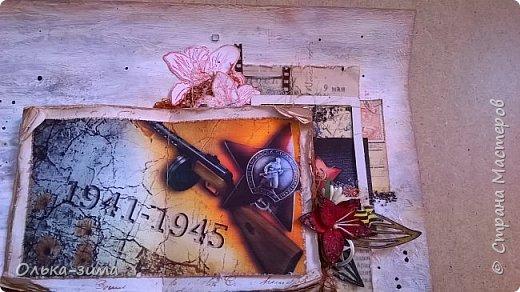 Добрый день всем кто заглянул в гости. Хочу поделиться своей работой с вами жители большой страны. Работа была выполнена по МК Анастасии Кузнецовой.  Страничка сделана в стиле микс-медиа, т.е.  я попыталась работать в этом стиле. Моя идея заключалась в создании книги памяти времён Великой Отечественной Войны. Собрать образ военных лет и привести  в настоящее, показывая что молодое поколение помнит и чтит подвиг, совершённый героями Великой Отечественной Войны. Хочу посвятить эту страничку ветеранам ВОВ, людям которые помогали, которые ждали, надеялись, радовались и приближали День Победы. Низкий Вам поклон!  фото 3